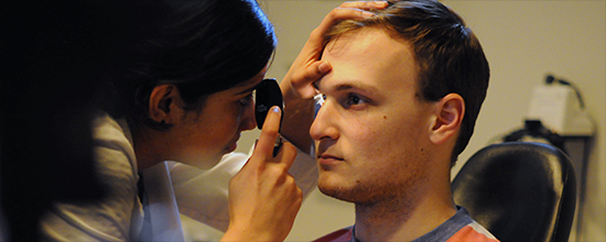 Medical Students Train to Examine the Eye